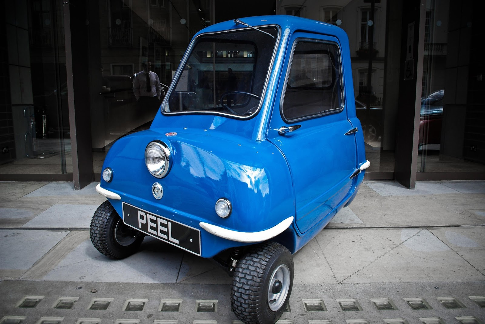the open track smallest car in the world the peel p50. Black Bedroom Furniture Sets. Home Design Ideas