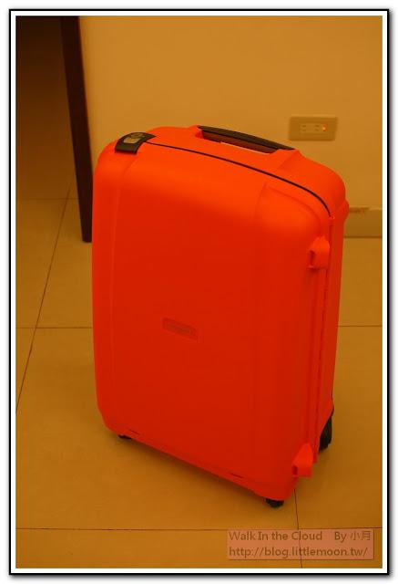 Samsonite 橘色硬殼行李箱