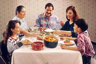 http://3.bp.blogspot.com/-9cWk08JqUkE/T8S5d4Vq4LI/AAAAAAAAAB0/E78dfLN4Xu0/s320/family-dinner.jpg
