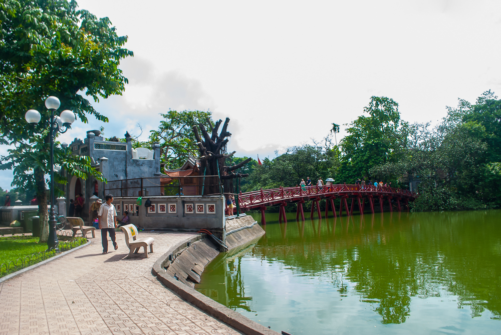 the hanoi lake and temple