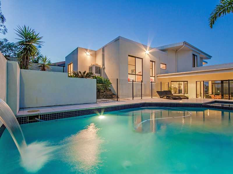 Australian beautiful homes luxurious modern residence for Beautiful house with swimming pool