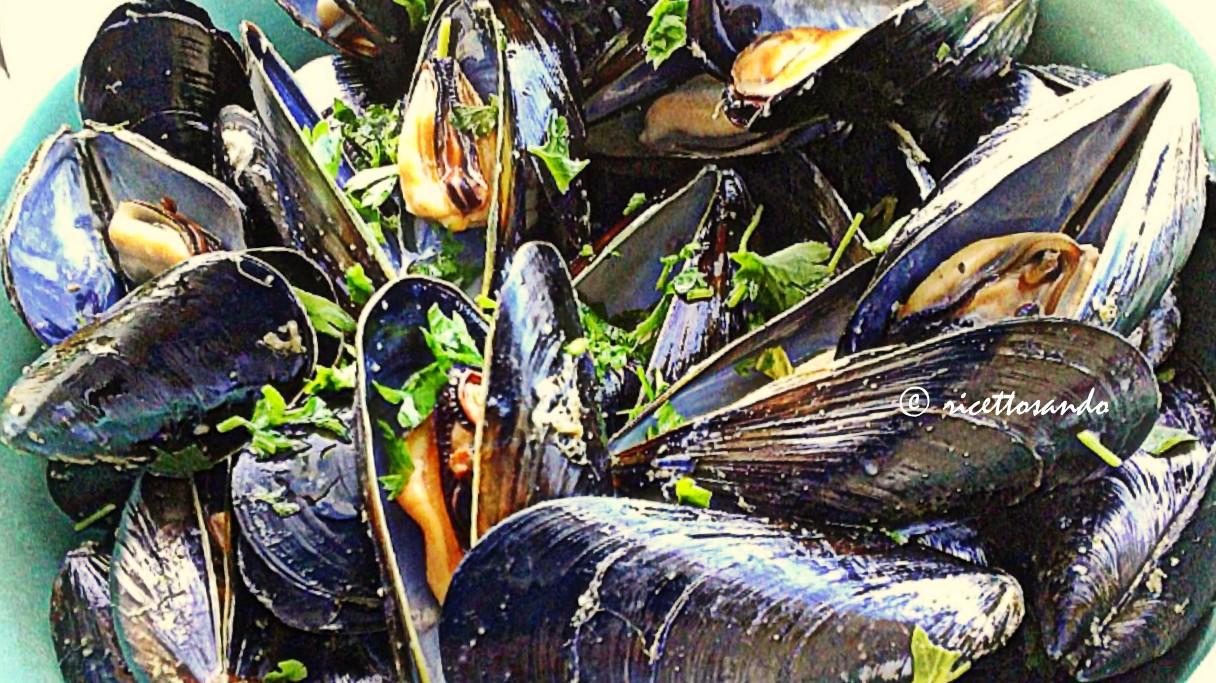 Impepata di cozze  ricetta base di pesce