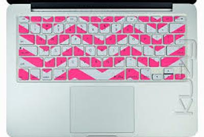 teclado adornado con washitape formando zig zag