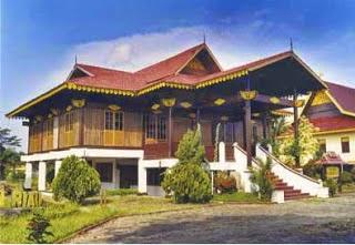 Rumah Adat Provinsi Riau ( Rumah melayu selaso jatuh kembar )