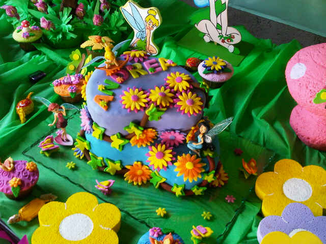 Postrecitos.net: Torta de Campanita