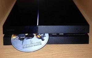 http://3.bp.blogspot.com/-9deouTOg64I/VRGnwcOreKI/AAAAAAAAE3A/9dyXk3VnzDI/w300-h190-c/PS4-Auto-Ejecting-Disc-730x410.jpg