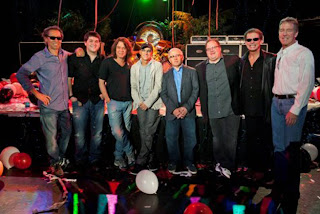 Van Halen con i boss della Interscope Records