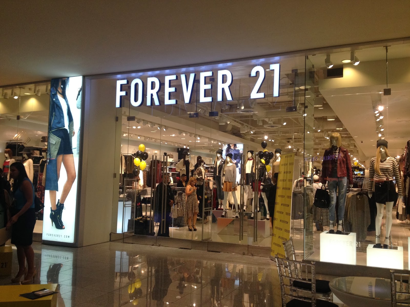 Forever 21 Today. These days, Forever XXI enjoys a lofty position among many other leading brands in the business, including the much older H&M. What's truly amazing about Forever 21 is how it managed to soar to such great heights in the fashion industry in such a short amount of time.