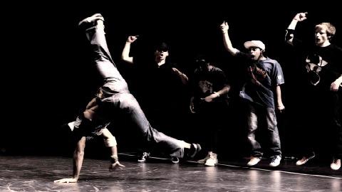 Негр преподает танцы