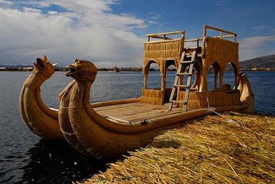 Foto del Lago Titicaca con Balsas de totora