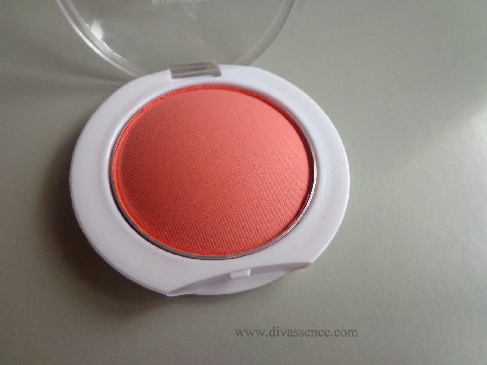Maybelline Cheeky Glow Blush In Fresh Coral Review Swatches Color Show On Divassence