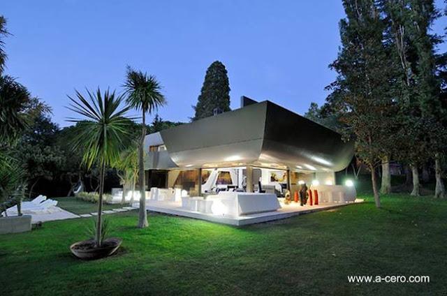 Casa residencial de estilo Contemporáneo y perfil futurista en Madrid