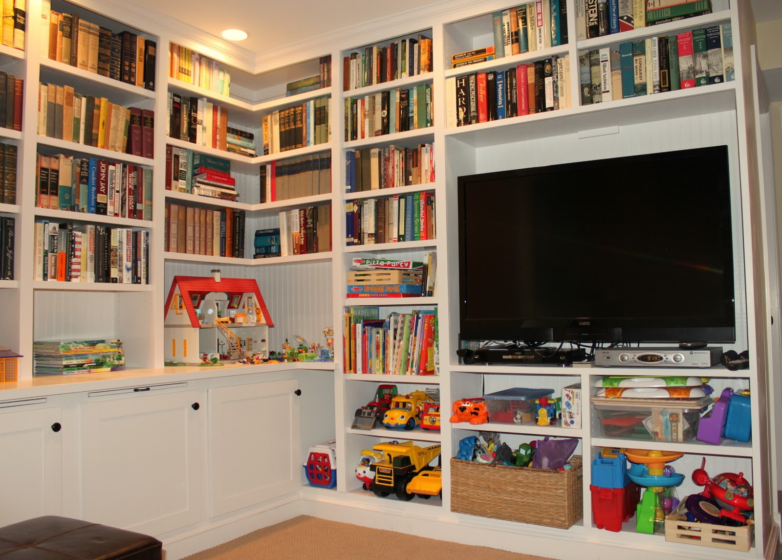 HOUSEography: Den: Styling the Bookshelves