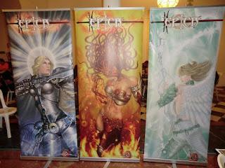 los tres roll-ups de los personajes, Kalara, Satashia y Maifira de ÉPICA. Ilustraciones hechas por ªRU-MOR