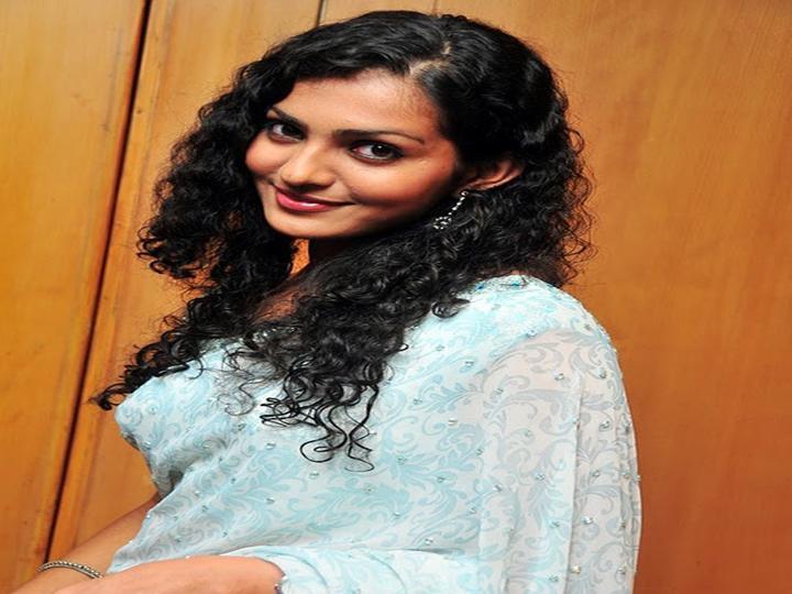 Top 10 Hottest Tamil Actresses Photos