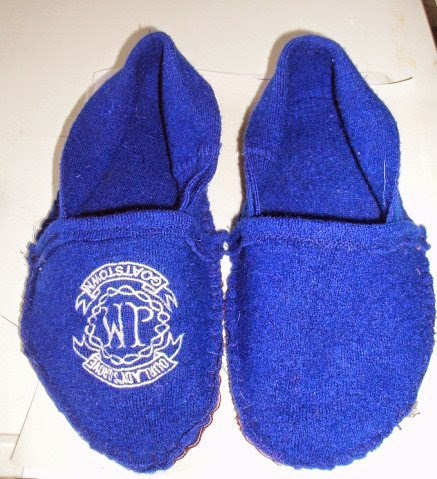 make pair of slippers from felted jumper