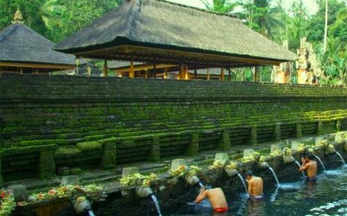 Tempat Wisata Di Bali : Istana Tampak Siring