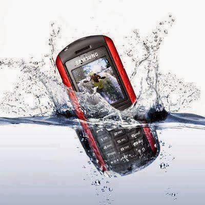 6 خطوات لإعادة هاتفك إلى العمل بعد سقوطه في الماء تعرف عليها