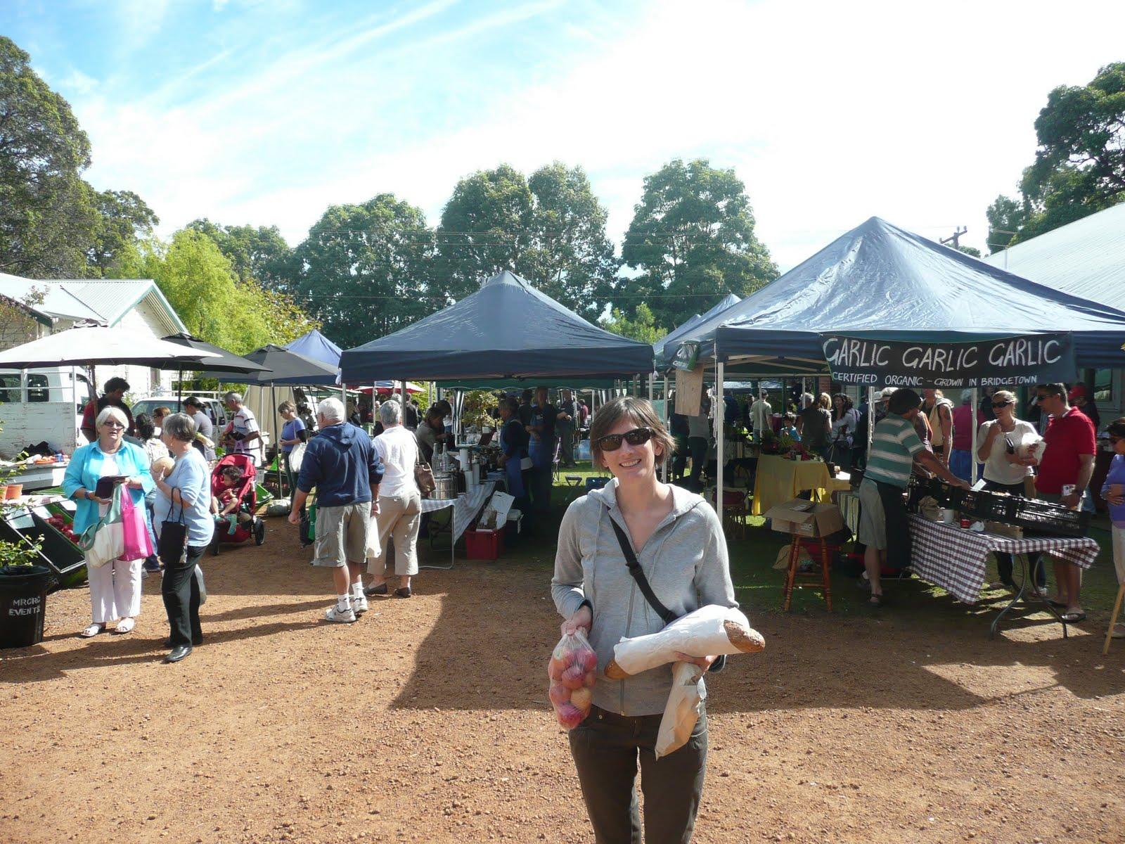 http://3.bp.blogspot.com/-9fZDq2tF3tM/TaGzZKTztwI/AAAAAAAAASU/u0q51vb-l_Y/s1600/052_02_Margaret+River+Farmers+Market.jpg
