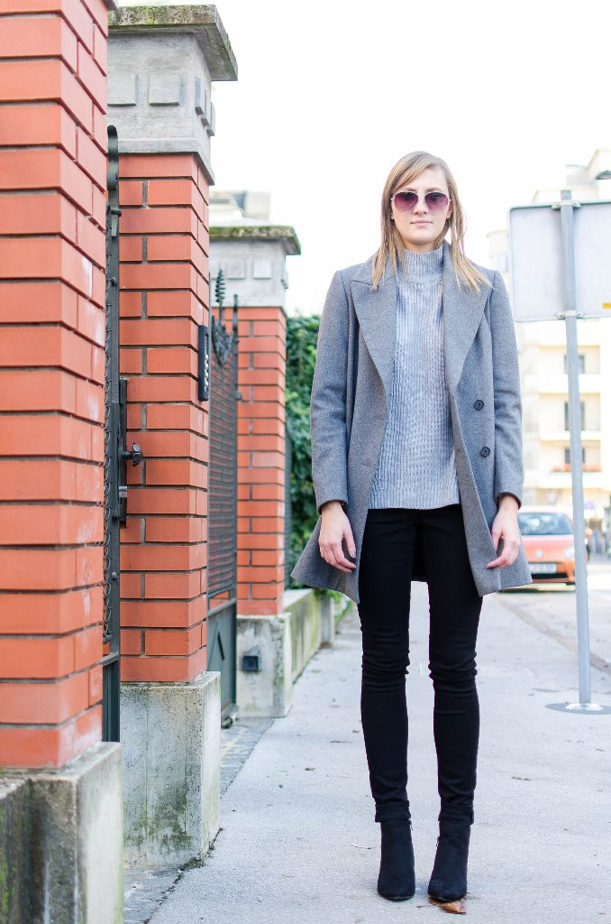 minimalistic outfit, grey coat, chelsea boots, grey turtleneck, minimal + classic, blogger