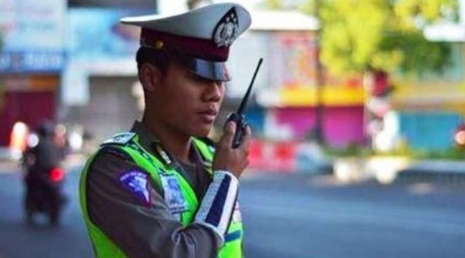 Bripda Aris Kurniawan, polisi Ponorogo yang wajahnya digunakan untuk meme saat sedang bertugas