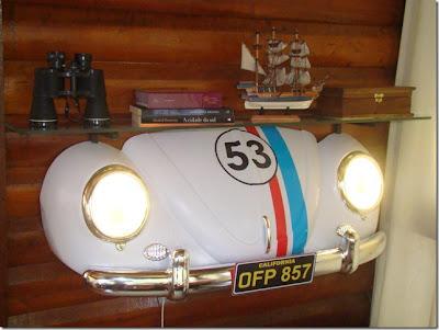 Prateleiras no formato de carros antigos