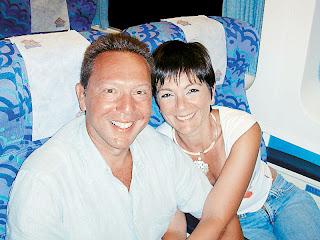 Για τη σύζυγό του Λίνα Νικολοπούλου, με την οποία είναι μαζί από φοιτητές και παντρεμένοι από το 1981, ο Γιάννης Στουρνάρας είναι πάντα «ο Γιαννιός»