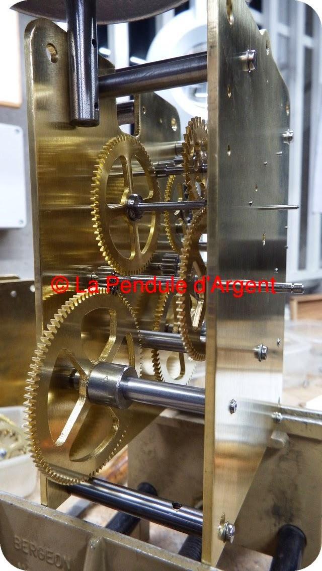 Production d'un mécanisme d'horloge, les platines et le rouage Platine15