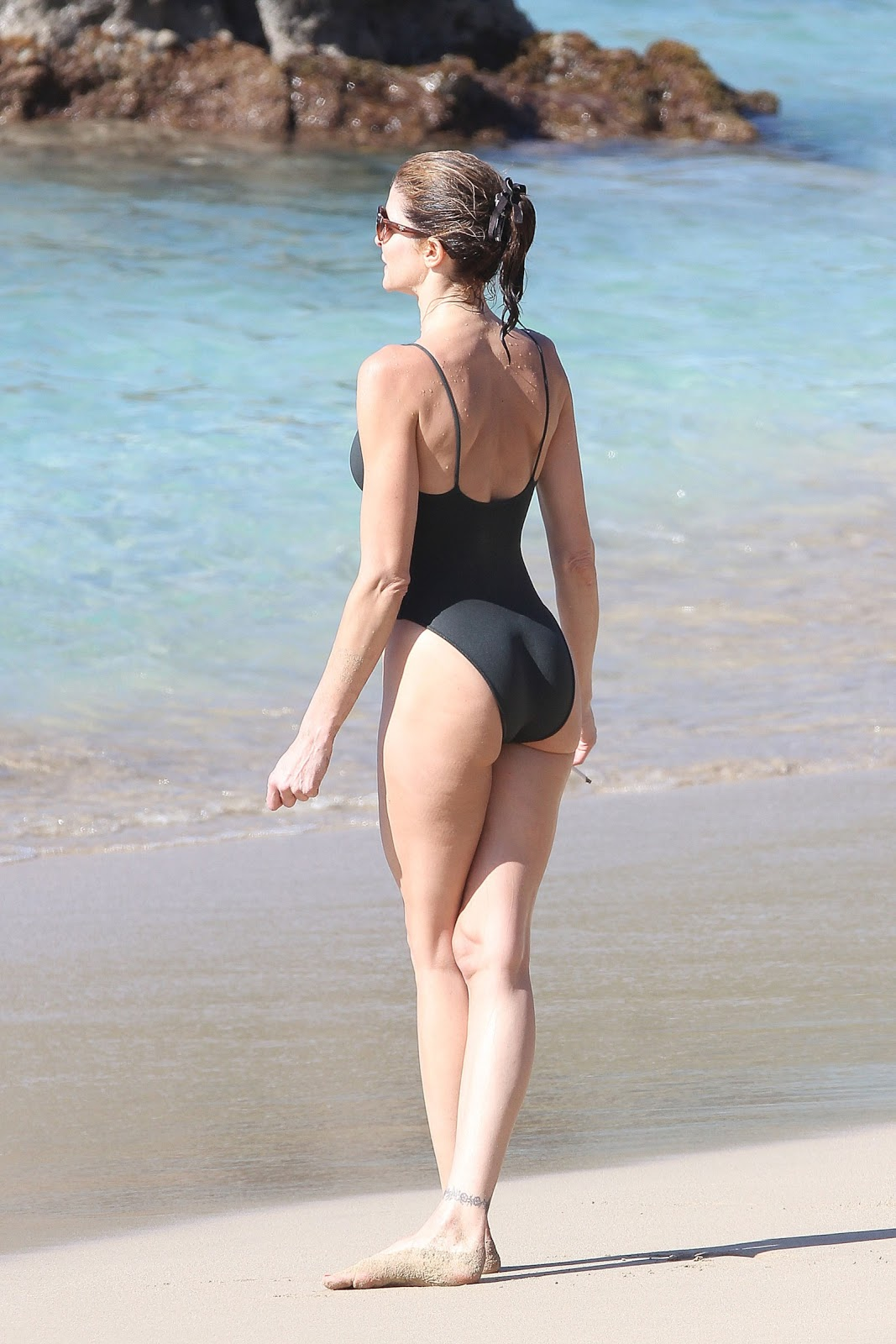 Stephanie Seymour – Swimsuit Malfunction Hot Photos (St.Barts ...