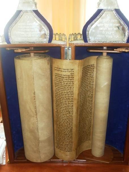 Biblia hebrajska ocalona z Iraku przez zolnierzy amerykanskich