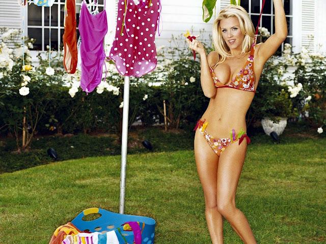 American Model Jenny Mccarthy sexy in bikini