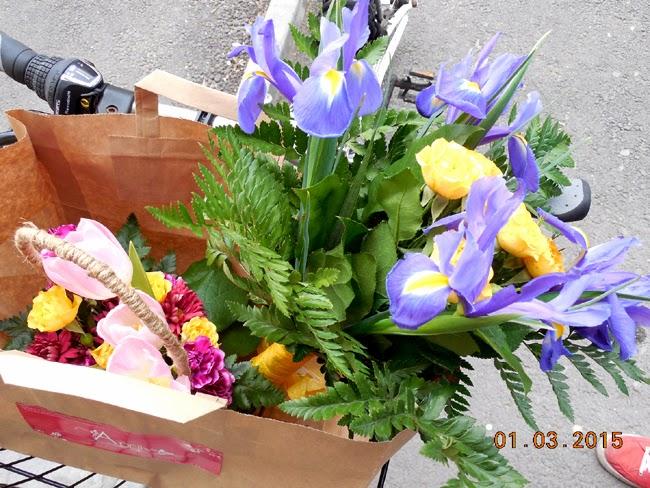 1 Martie cu flori pe bicicleta