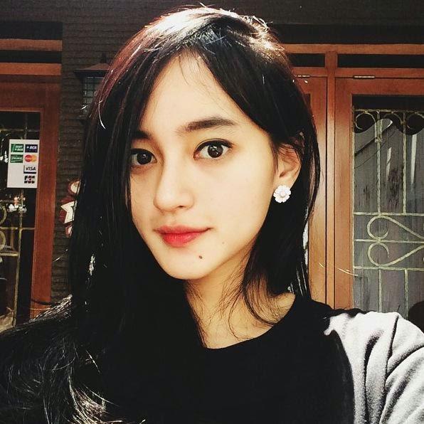 5 Foto Selfie Wanita Indonesia Tercantik di Twitter