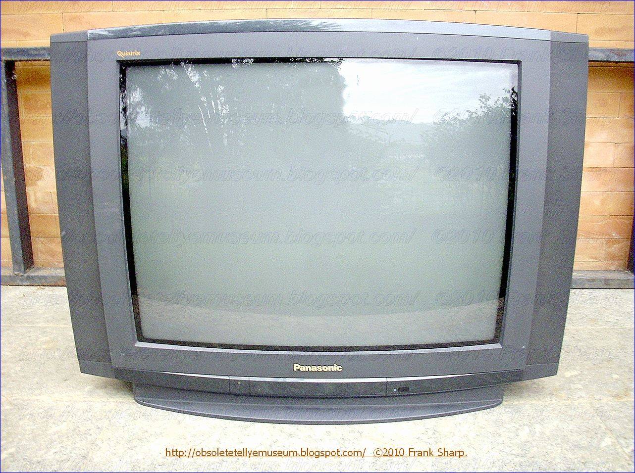 Obsolete Technology Tellye !: PANASONIC TX-28XD3C QUINTRIX YEAR 1997.