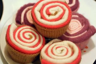pink felt cupcakes