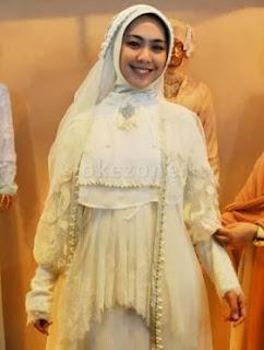 Foto Busana Pengantin Muslim Oki Setiana Dewi Tren 2014