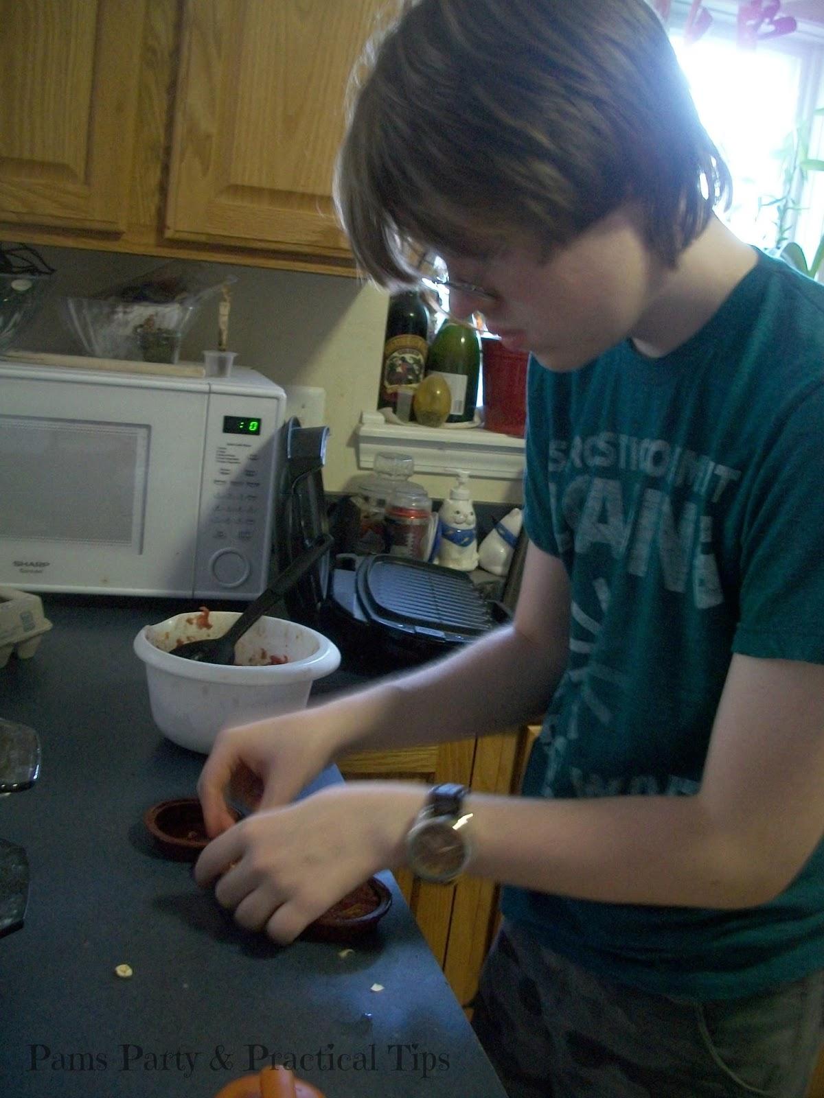 Making Cheesy BBQ Sliders, How to make sliders