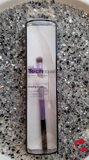 Real Techniques - Shading Brush - Schattierpinsel - www.annitschkasblog.de