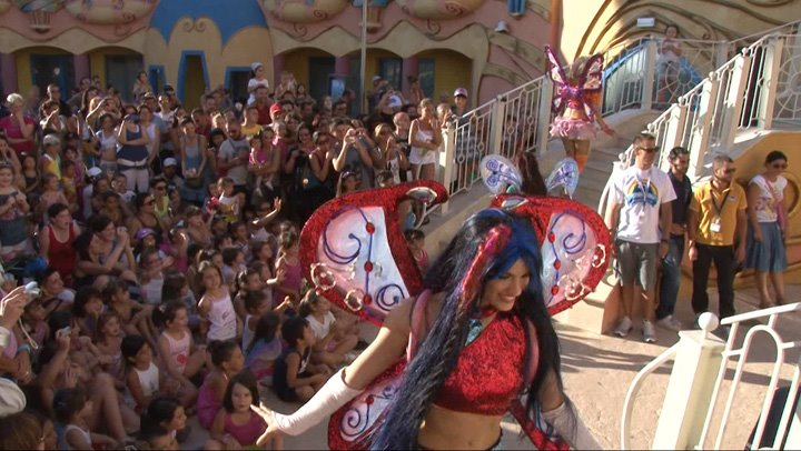 Nuotraukos iš Winx Party 100 182145_352735501462742_1604228789_n