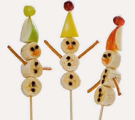 Снежни човеци от плодове на клечки