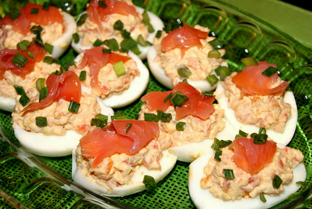 przystawka z jajek z lososiem