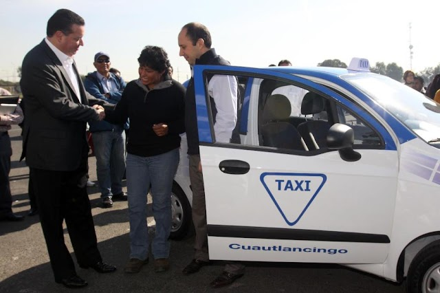 Entregan 23 taxis local por mototaxis