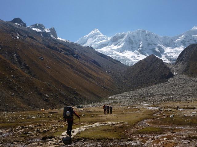 Cordillera Blanca:Tocllaraju(6034m)