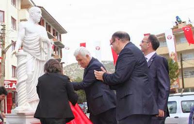 Τα αγάλματα δεν κάνουν τους Έλληνες