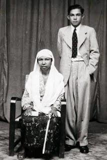 Hasan Tiro Bersama Ibu