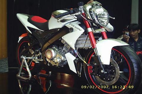 Gambar Modifikasi Motor Yamaha Vixion New Terbaru Merah Putih Kontes