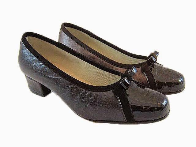 Zapatos Ortopédicos Imagenes de archivo Imagen 4738444 - fotos de zapatos ortopedicos