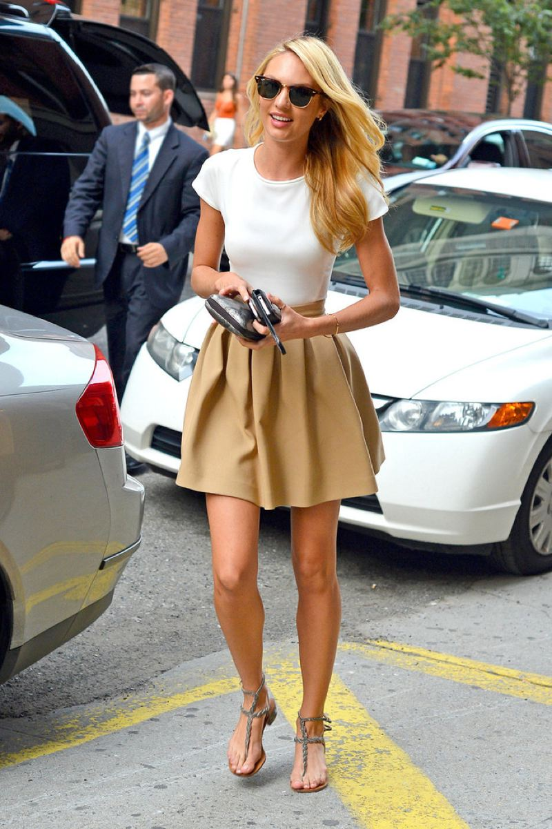 What to wear with a short khaki skirt – Modern skirts blog for you