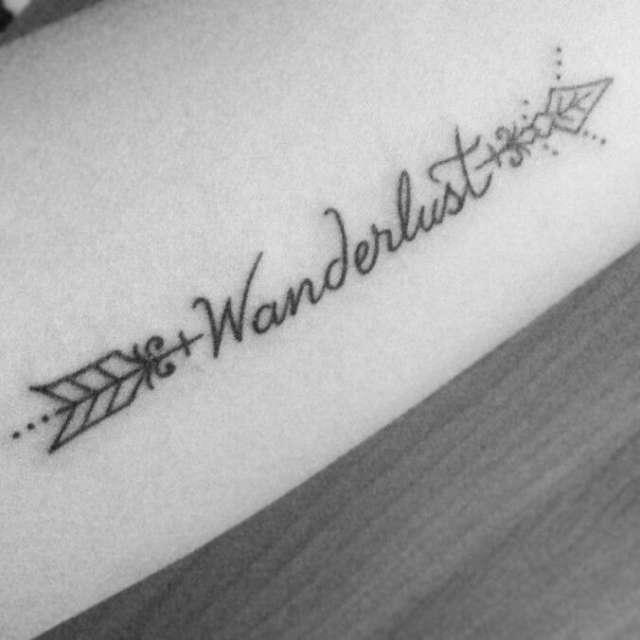 Tatuagens Femininas de Flecha e Caligrafia/Escrita