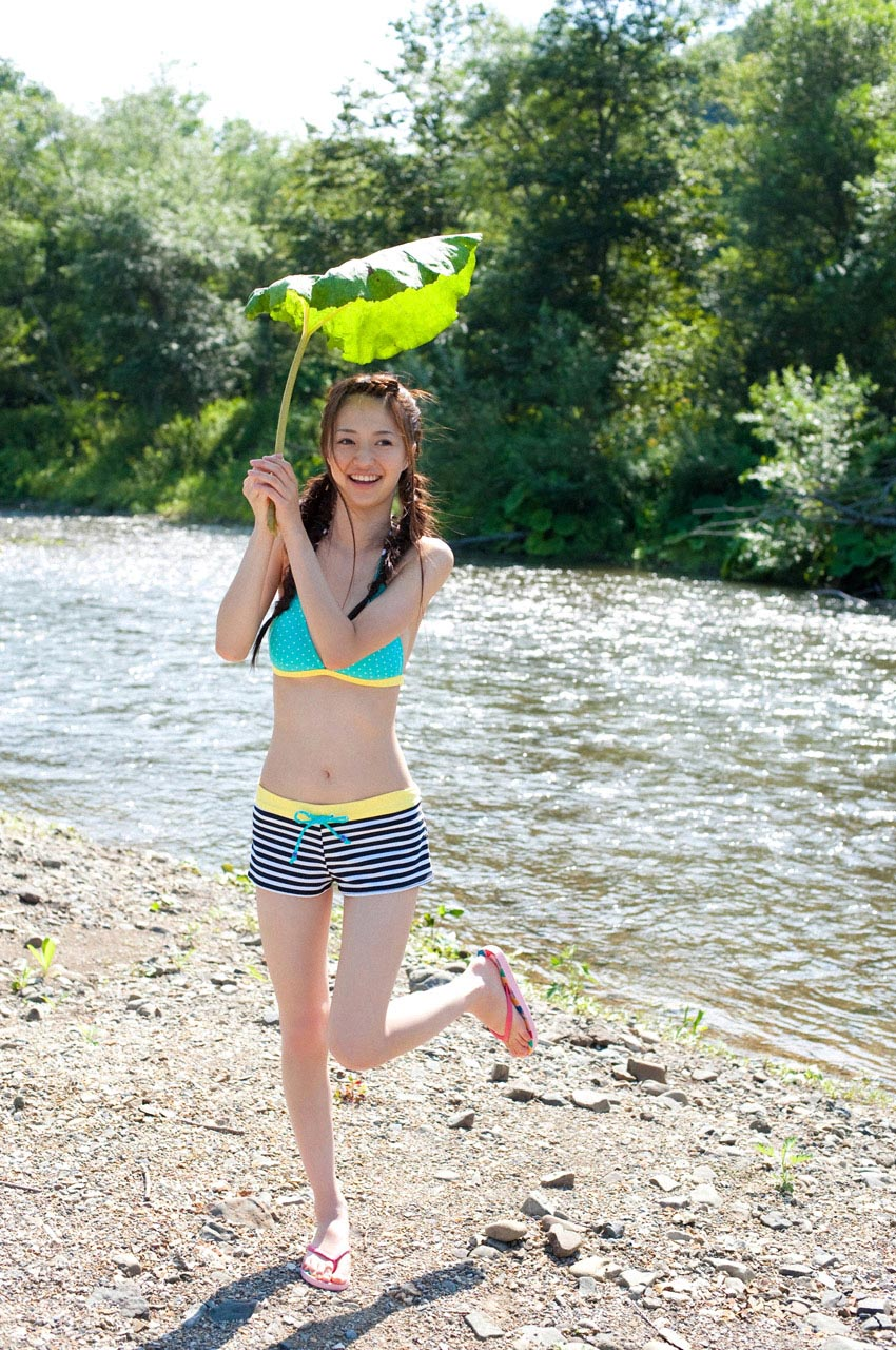 rina aizawa bikini at the river 04